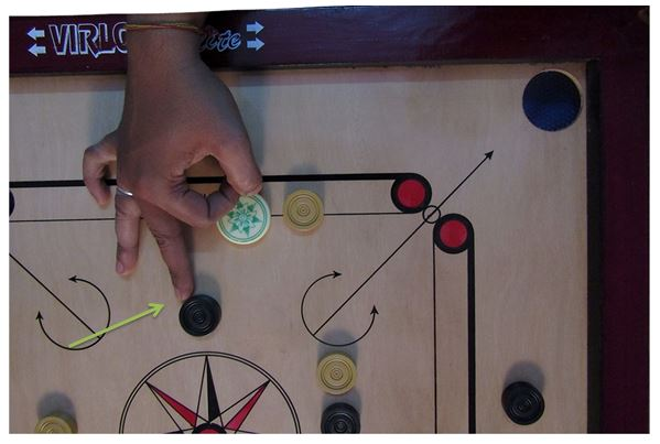 Player_Touch_The_Carrom_Piece